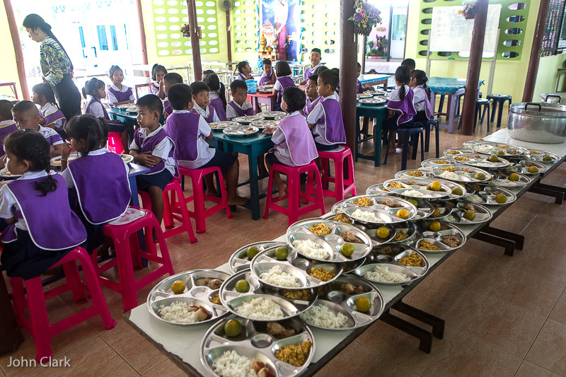 Lunch time at Huay Sai Ngam